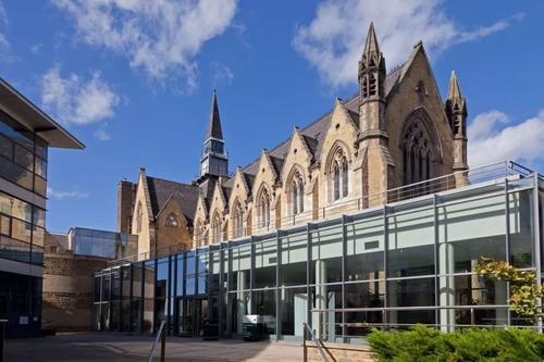 利兹大学QS世界排名连续四年上升,Leeds平面设计录取案例分享